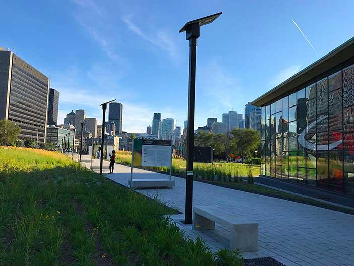 Exemple de luminaire solaire en milieu urbain