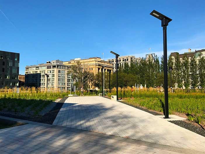 Exemple de lampadaire solaire en milieu urbain