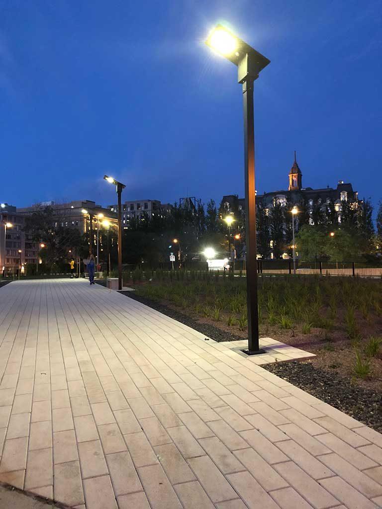 Lampadaire solaire en milieu urbain